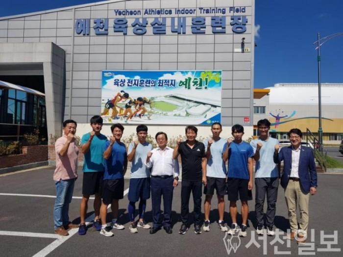 (19일) 노박래 서천군수, 우수체육시설 벤치마킹 나서(서천군 육상팀 격려후 사진촬영).jpg