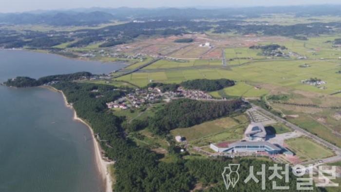 (18일) 서천군, 해양바이오 산업화 인큐베이터 정부 예산 확보(해양바이오 클러스터가 조성될 장항산단 및 해양생물자원관 항공사진).JPG