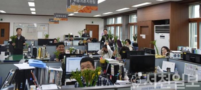 (12일) 서천군, 꽃 소비 촉진 '원테이블 원플라워' 캠페인 펼쳐.JPG