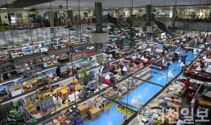 (19일) 서천군, 코로나19 피해 극복을 위한 시장 10% 할인행사 진행 (서천특화시장 수산물동).JPG